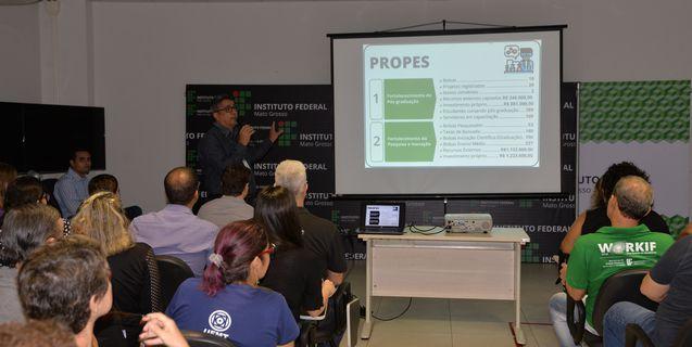 Reitor do IFMT se reúne com servidores da reitoria para apresentar as principais ações de 2019 e os projetos para 2020
